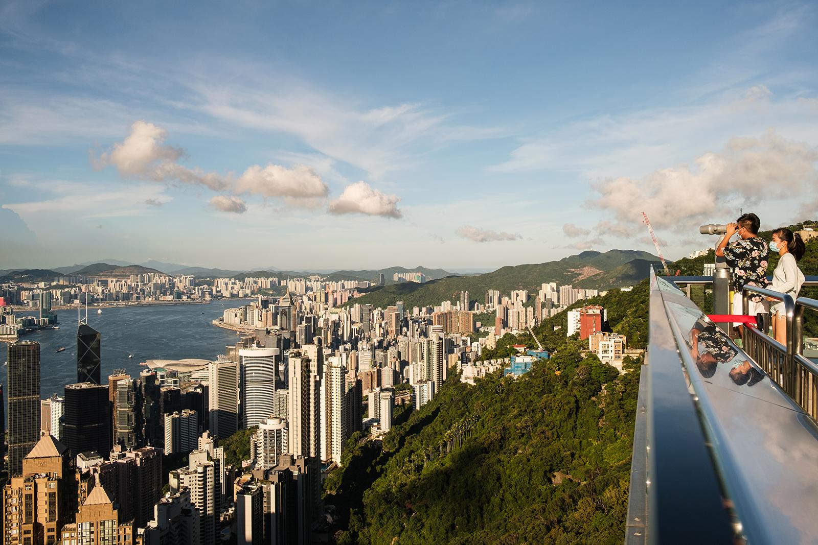 新冠疫情严重打击了作为香港四大支柱产业之一的旅游业。(图:AFP)