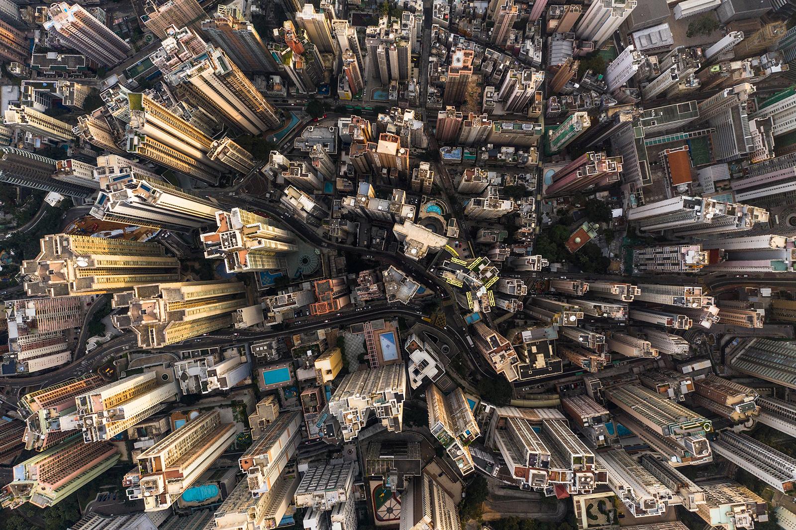 俯瞰香港,商业建筑和住宅建筑林立。(图: AFP)