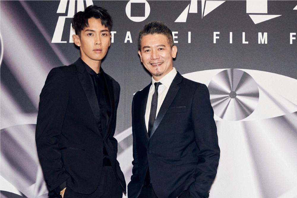 柯震东和爸爸柯耀宗一起出席《打喷嚏》在台北电影节的首映会。 (来源:禾丰九路)