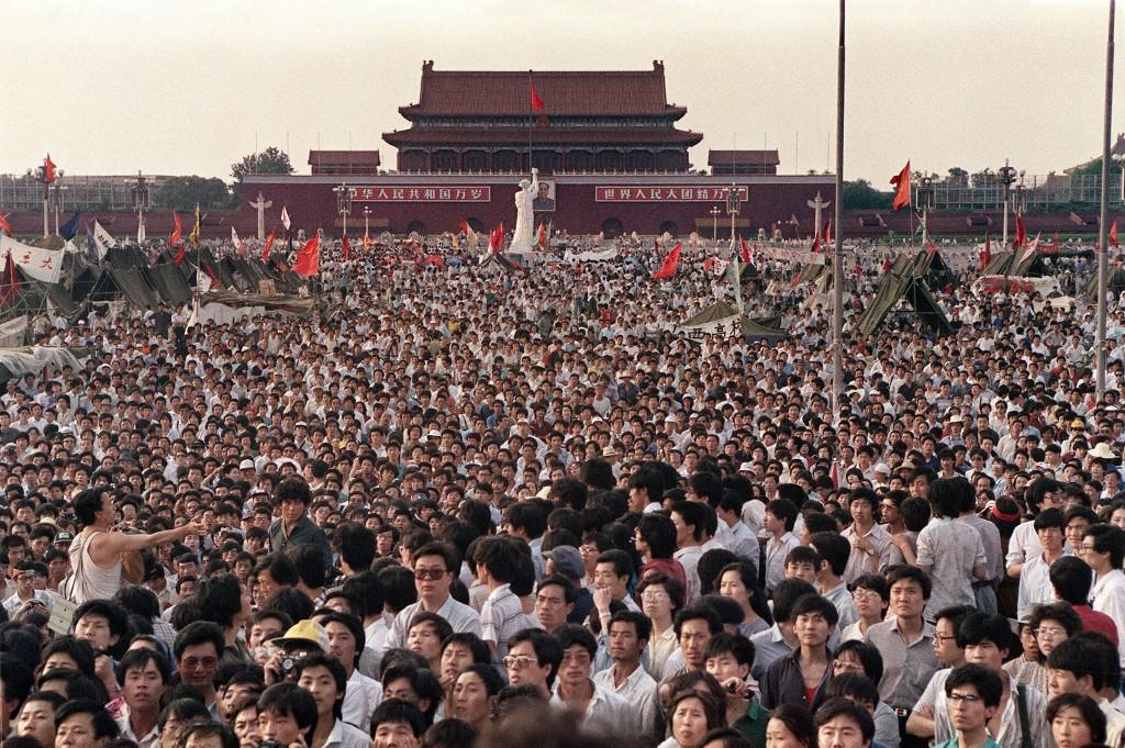 1989年6月2日,天安门广场聚集的数十万人。 (图:AFP)